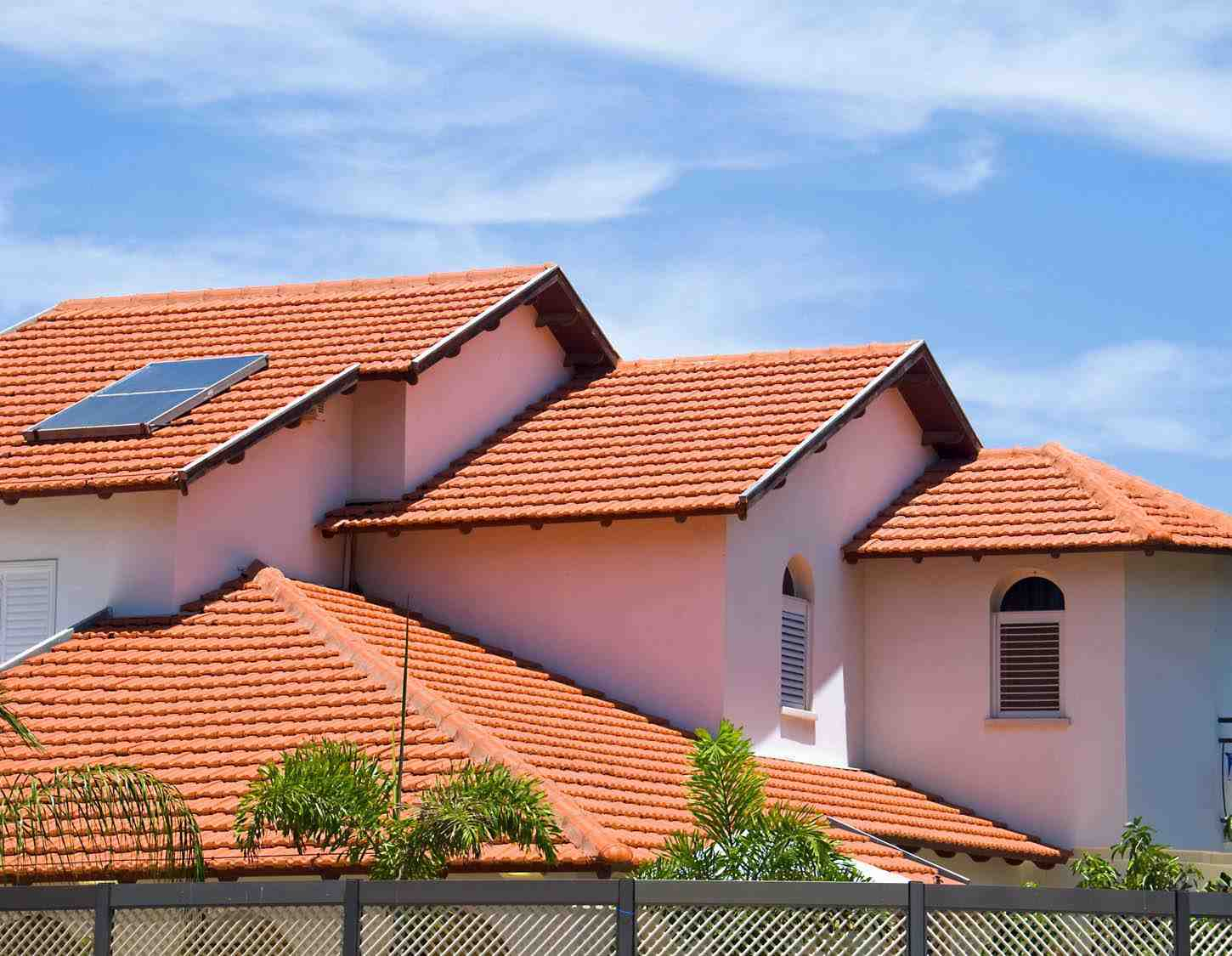 How many roofing companies are there in the US?